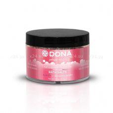 Ароматизированная соль для ванны меняющая цвет воды DONA Bath Salt Blushing Berry 215 г
